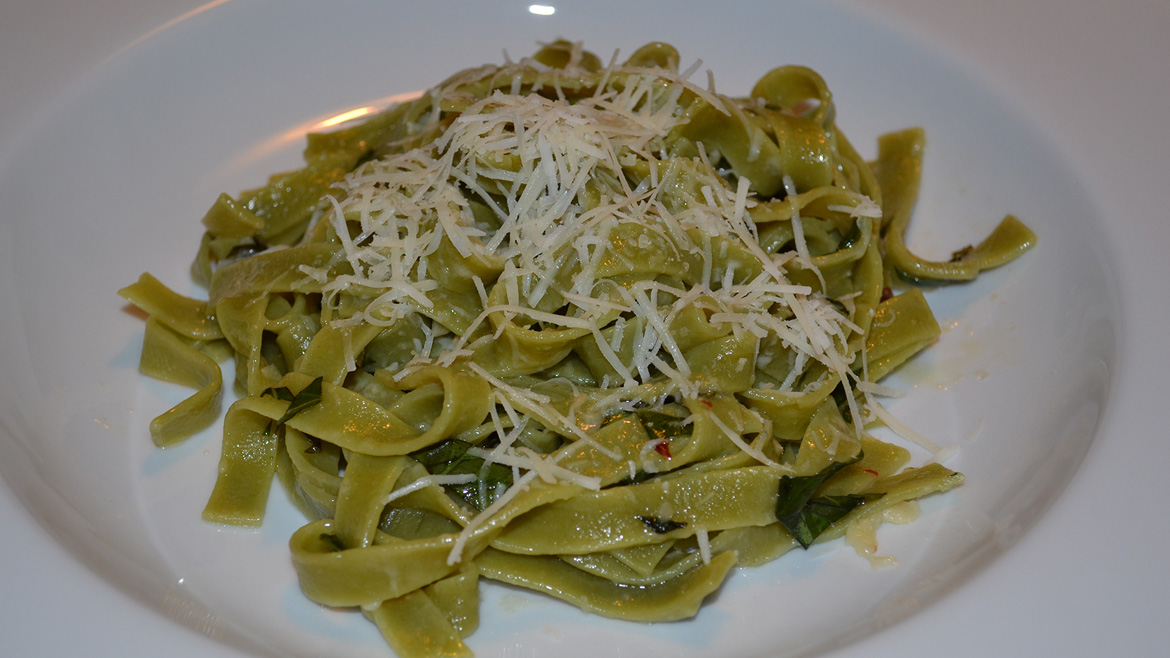 Spinach Fettuccini with Olive Oil & Garlic